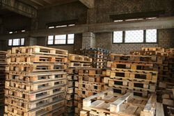 Хранение деревянных поддонов